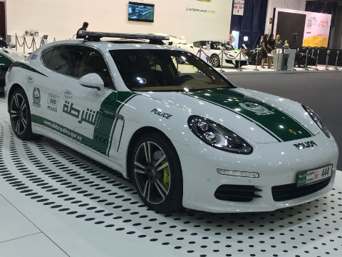 Dubai Politie - Porsche Panamera S E-Hybrids