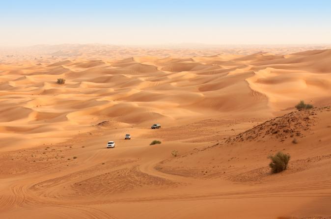 4x4-safari door de woestijn met quadrit, kameelrit, barbecue-diner en buikdansen