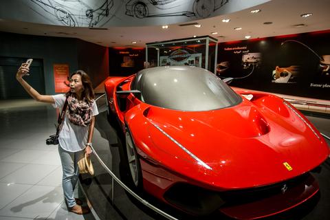 Vanuit Dubai: dagtour Abu Dhabi met ticket Ferrari World