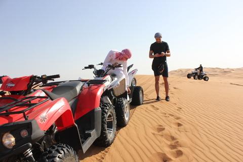 Dubai: avondtour door de woestijn met quad en BBQ diner