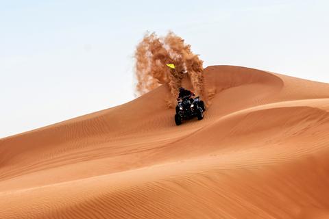 Quadrijden Red Dunes, kamelenrit, zandboarden, bbq & shows