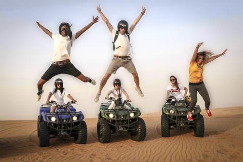 Dubai: ochtend quad rijden, sandboarden en rit op een kameel