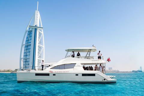 Dubai: New Canal jachtervaring met ontbijt of BBQ