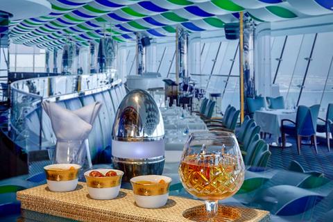 Dubai: drankjes in de SkyView Bar van Burj Al Arab