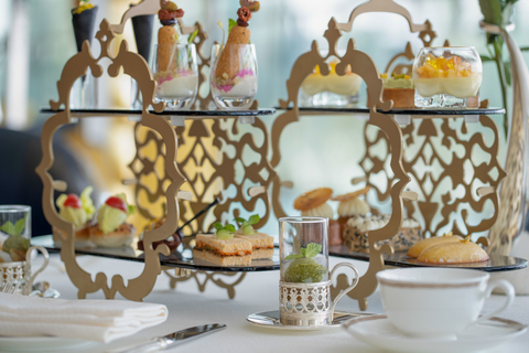 Burj Al Arab: afternoontea in de Sahn Eddar Lounge