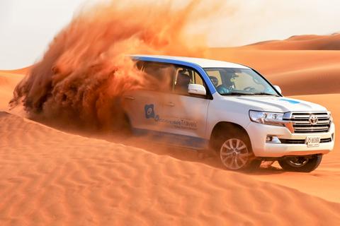 Dubai: ochtendwoestijnsafari met zandboarden, kamelen & quad