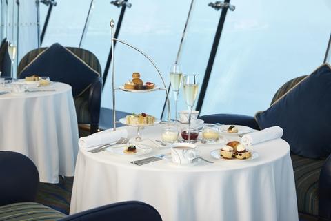 Burj Al Arab: Afternoon Tea in SkyView Bar op 27e verdieping
