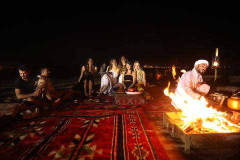 Vanuit Dubai: rode duinen en kamelensafari, kampovernachting