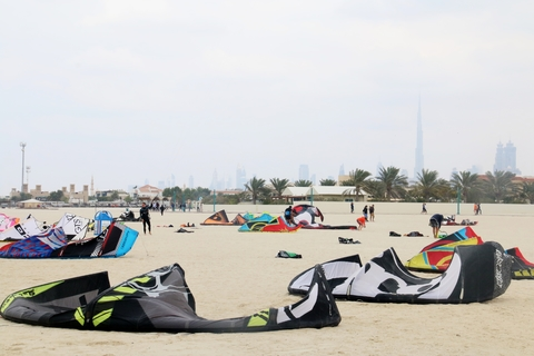 Dubai: Kitesurfen Equipment Rental