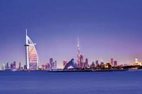 Dubai: privéauto en chauffeur voor bezienswaardigheden bekijken of voor za...