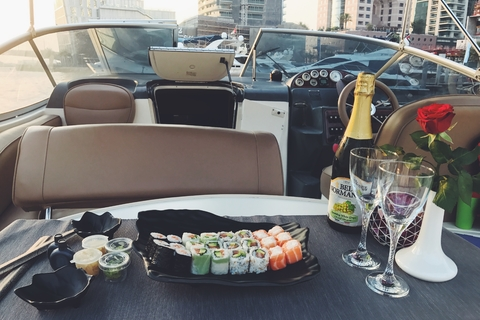 2 uur durende romantische zonsondergangcruise met sushi en drankjes