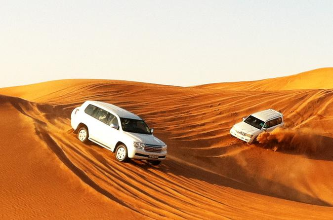 Dubai Desert Safari Tour with BBQ Dinner and Entertainment
