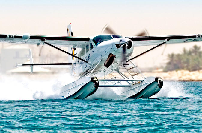 Vlucht in watervliegtuig over Dubai