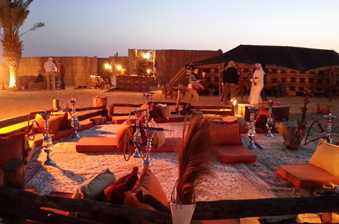 Woestijnervaring: diner + Emirati-activiteiten in een klassieke Land Rover
