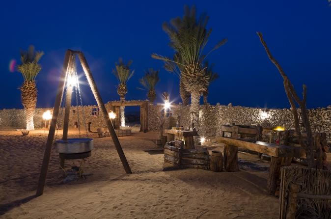 Woestijnervaring met overnachting: diner + Emirati-activiteiten in een oude Land Rover